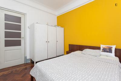 Comfortable double bedroom in Rato