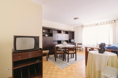 Shiny and cosy 2-bedroom apartment, close to Faculdade de Ciências e Tecnologia