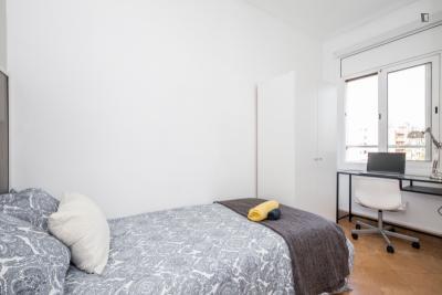 Shiny and neat single bedroom in El Camp de l'Arpa del Clot