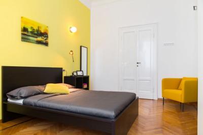 Cozy double bedroom near Porta Romana metro station