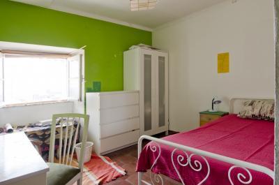 Cool single bedroom near Faculdade de Belas-Artes da Universidade de Lisboa