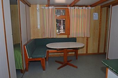 Pleasant 3-bedroom bungalow in a camping resort in quiet Alfragide