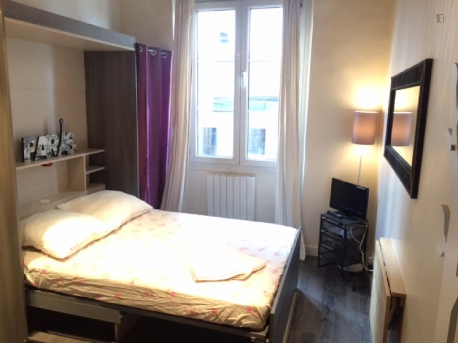 Rue du Jour, 1st arrondissement of Paris, FR-75 - 980 EUR/ month