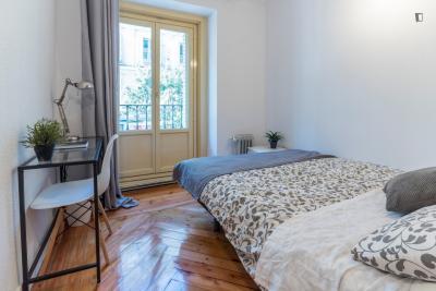 双人床卧室 in 9-卧室 公寓