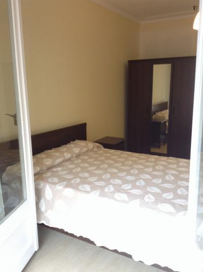 Airy double bedroom in La Salut