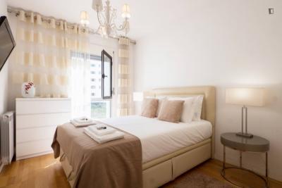 Charming 2-bedroom apartment near Moscavide train station
