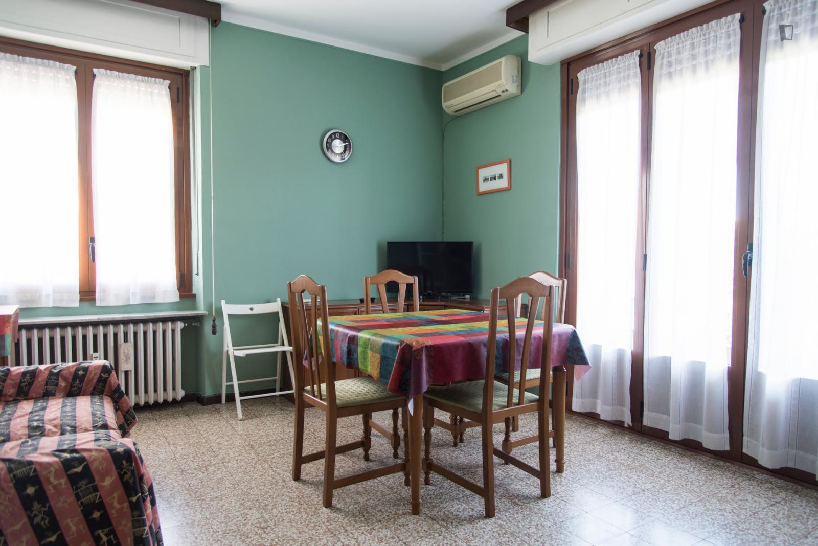 Viale Giovanni Suzzani - 1250USD / month