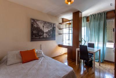 Interesting double bedroom in a 4-bedroom flat, in Campanar