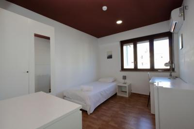 Charming single bedroom in a student flat, in Pena