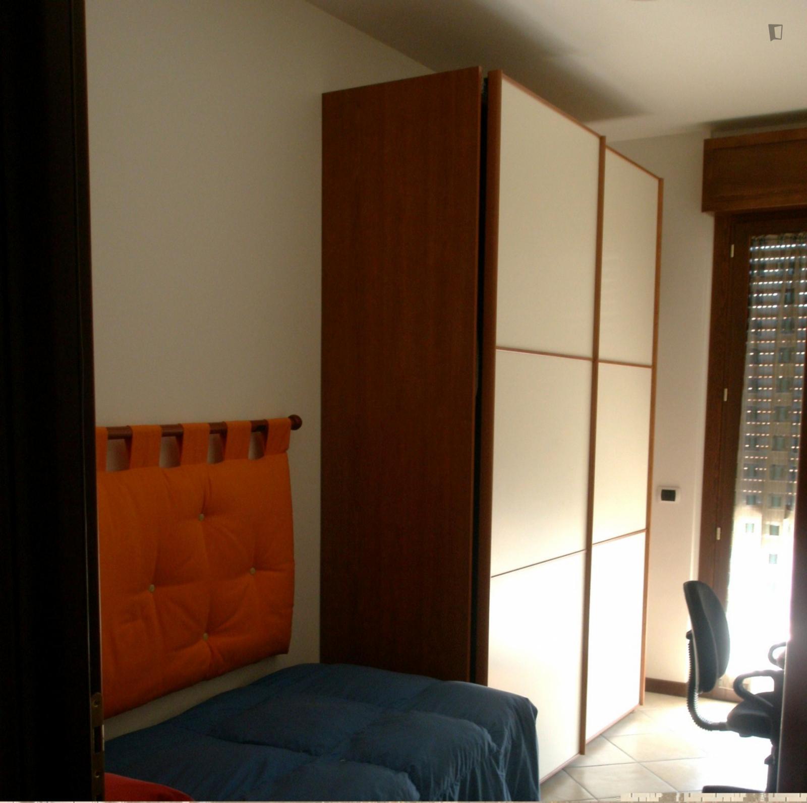 Via Achille Capizzano, Rome, ME - 550 USD/ month