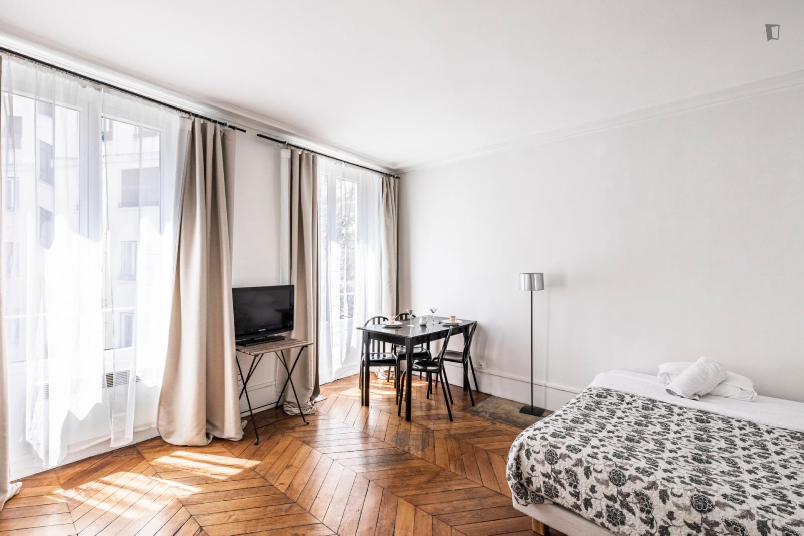 Rue de la Michodière, 2nd arrondissement of Paris, FR-75 - 1,250 EUR/ month