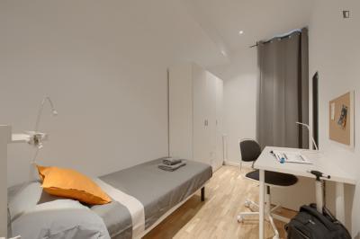 Homely single bedroom near the Universitat metro