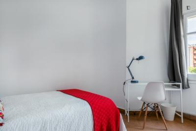 Luminous double bedroom near the Encants metro