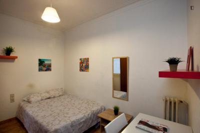Nice double bedroom close to Universitat Ramon Llull