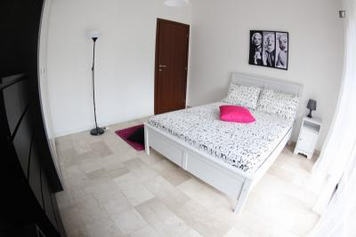 Bright double bedroom close to Iganni metro station
