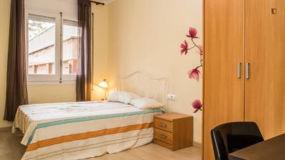 Large double ensuite bedroom in Gràcia