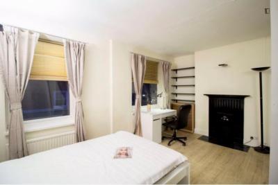 Attractive double bedroom near the Edgware Road tube