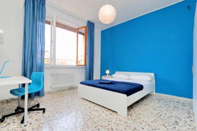 Luminous double bedroom not far from Università degli Studi di Firenze - Scuola di Economia e Management