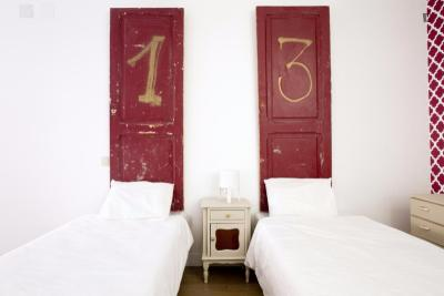 Twin ensuite bedroom in a residence with a terrace and a swimming pool, near Universidade Lusíada