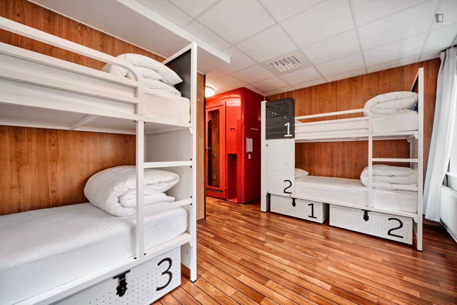 Torsgatan, Stockholm, SK - 5,100 CAD/ month