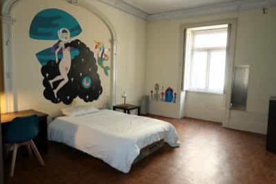Spacious twin bedroom close to ISCET Instituto Superior de Ciências Empresariais e do Turismo