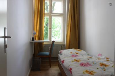 Snug single bedroom in a 3-bedroom flat, in Neukölln