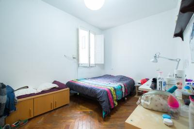 Double bedroom in an 8-bedroom apartment, placed in Chamberí