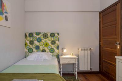 Homely Single bedroom in 9-bedroom house