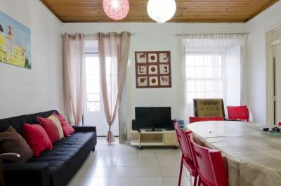 Large and cosy 4-bedroom apartment in exciting Bairro Alto