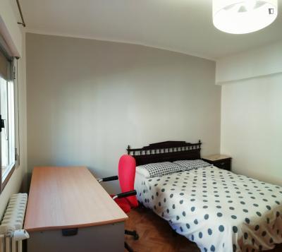 Double bedroom in 6-bedroom apartment
