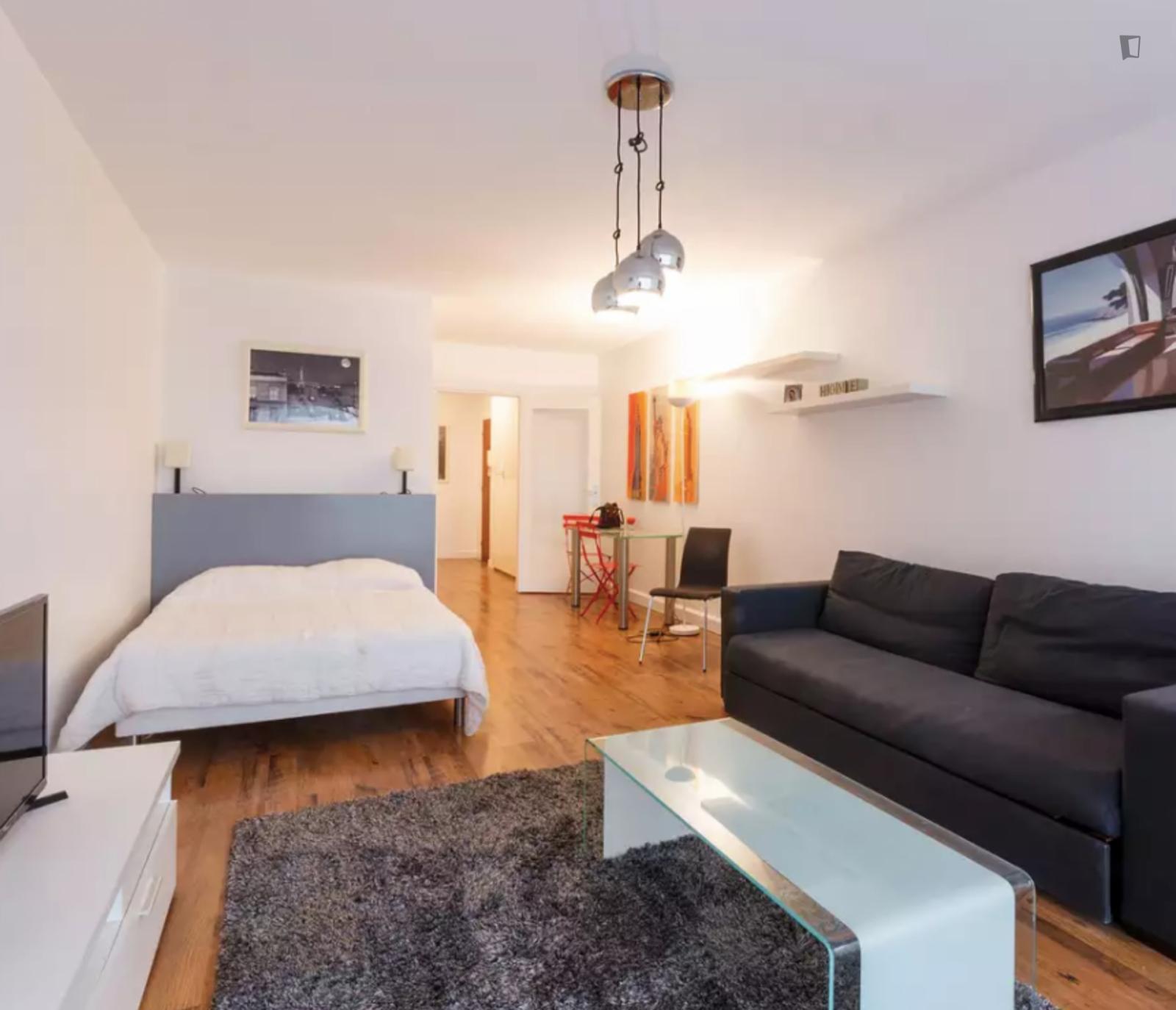 Rue d'Assas, 6th arrondissement of Paris, FR-75 - 1,500 EUR/ month