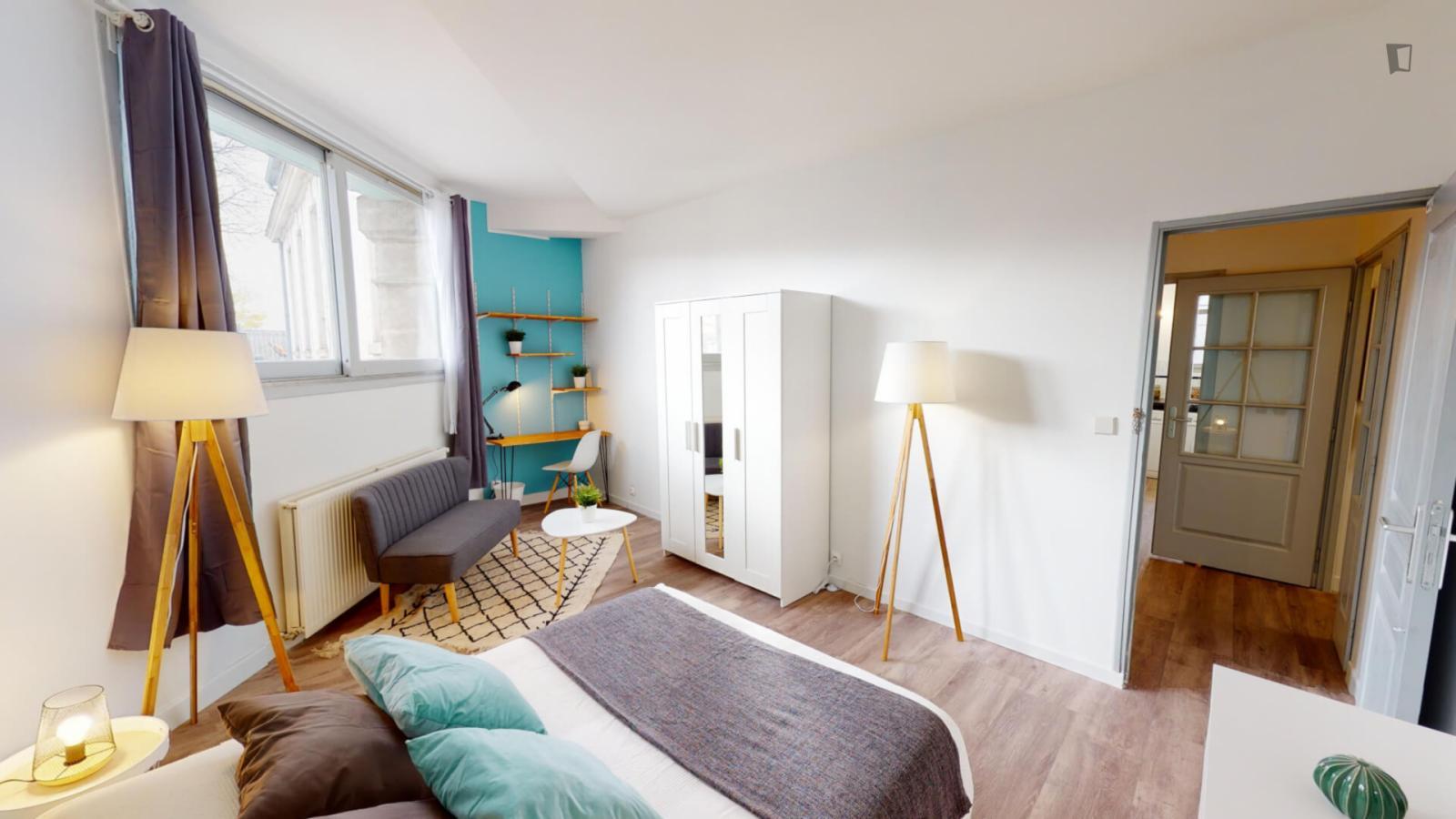 Rue des Deux-Ponts, Montpellier, FR-34 - 558 EUR/ month