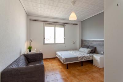 Beautiful double bedroom close to INTRAS. Universitat de València
