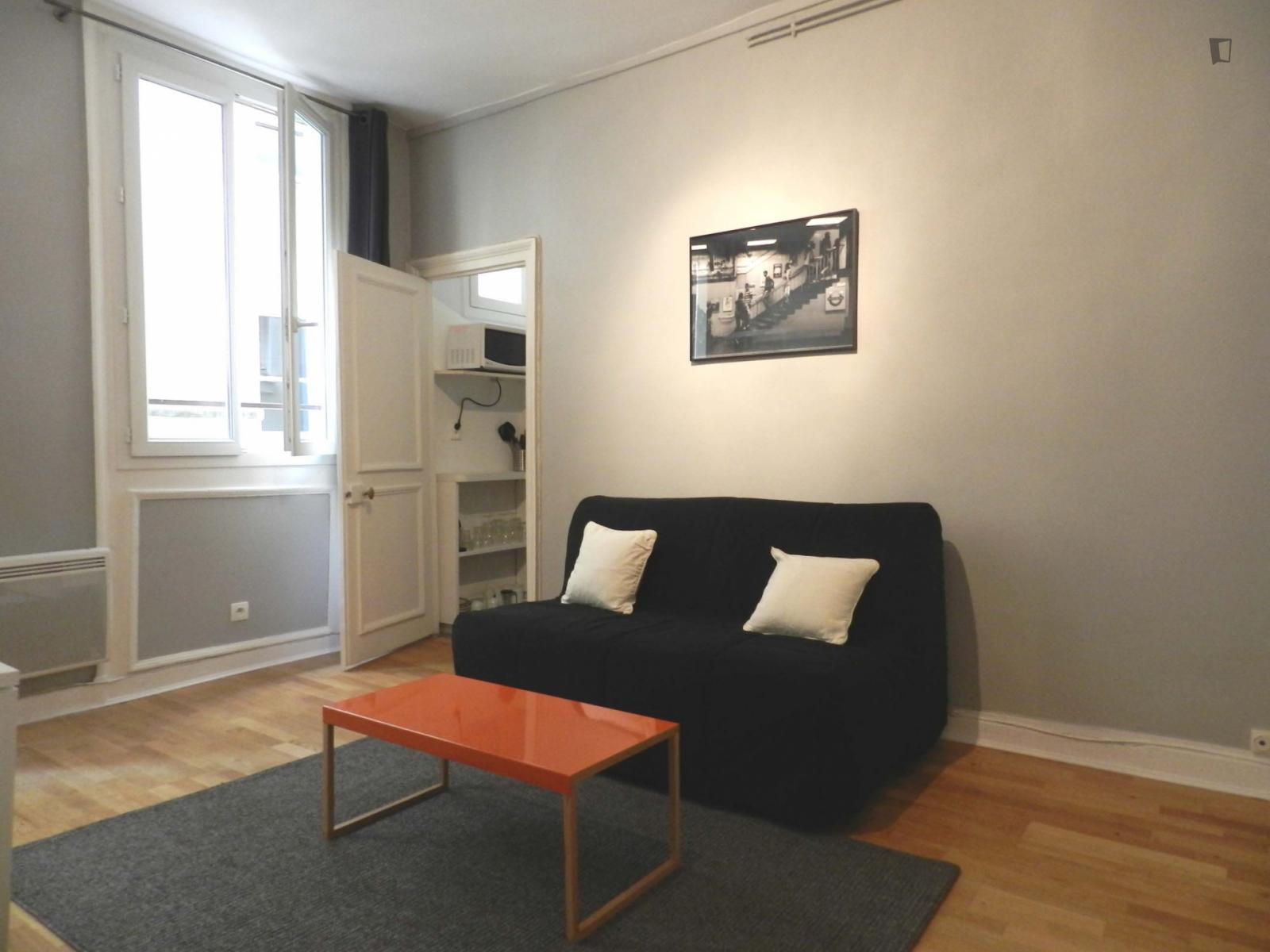 rue Jean Baptiste Pigalle, 9th arrondissement of Paris, FR-75 - 1,008 EUR/ month
