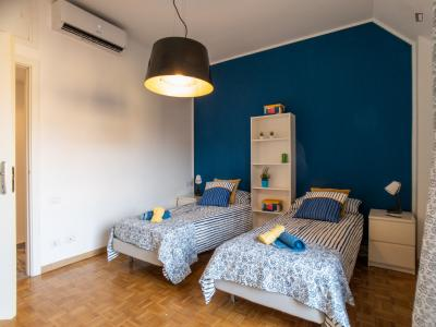 Bed in twin bedroom not far from Bocconi
