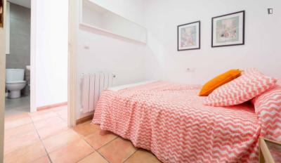 Nice double bedroom in a 5-flat, in proximity to Universidad Católica de Valencia - San Vicente Mártir