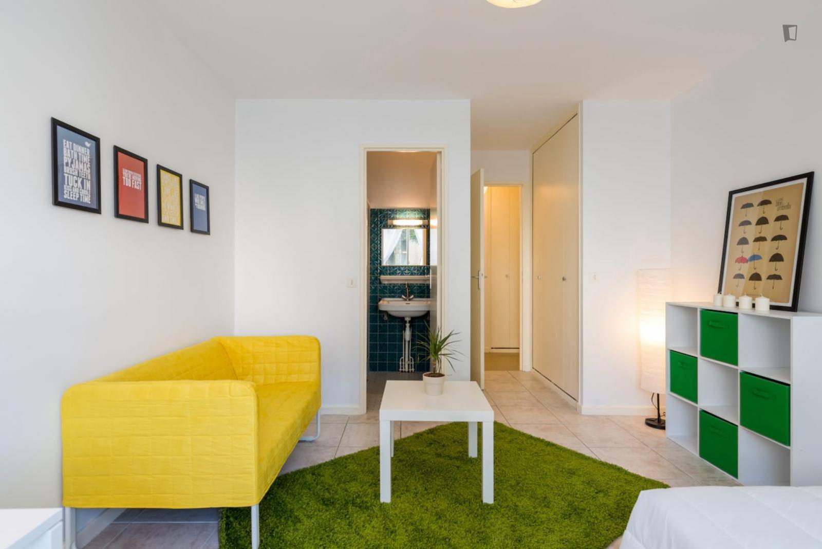 Rue Saint-Sidoine, Lyon, MS - 558 USD/ month