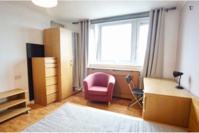 Delightful double bedroom in the well-linked St. Luke's neighbourhood