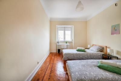 Cheerful twin bedroom close to ISCTE