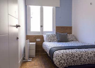 Fantastic double bedroom in Retiro