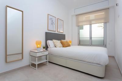 Bright 2-bedroom apartment near Mercat Nou metro station