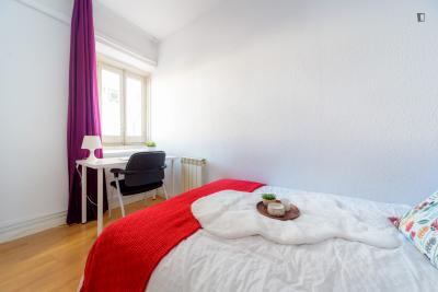 单人床卧室 in 15-卧室 公寓