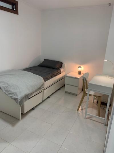 Modern single bedroom in Central Bonfim