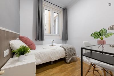 Very nice single bedroom in Jeronimos