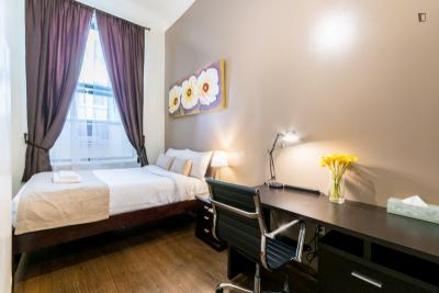 Stylish double bedroom in a 2-bedroom apartment near Chrysler Building