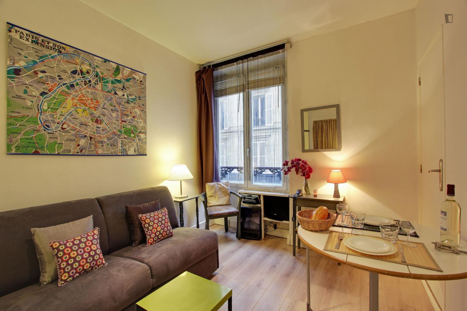 Rue de Crussol - 1363EUR / month