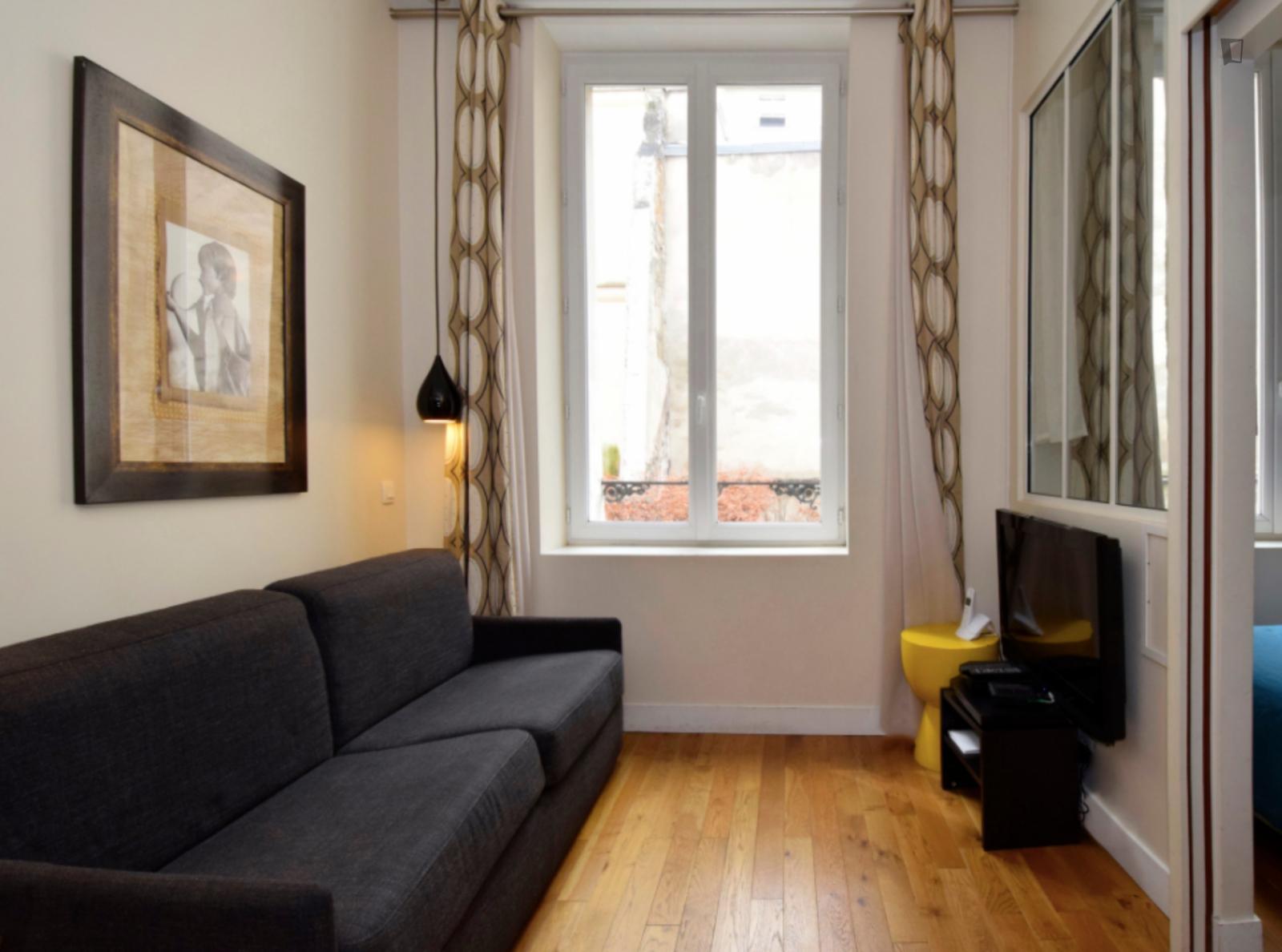 rue léopold bellan - 2517EUR / month