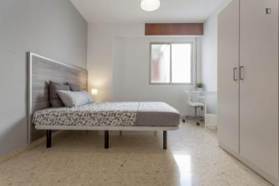 Gorgeous double bedroom in Camins al Grau