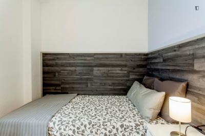 Snug double bedroom close to Universitat de València