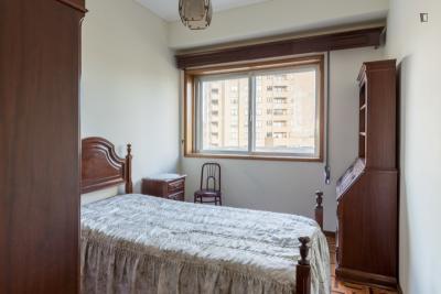Comfortable 3-bedroom apartment close to Câmara de Gaia metro station